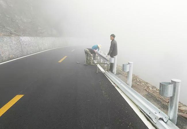 四川高速公路波形护栏