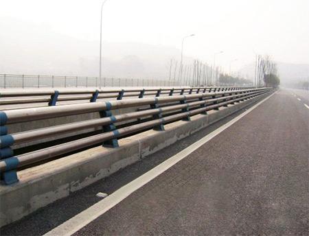 高速路防撞护栏介绍