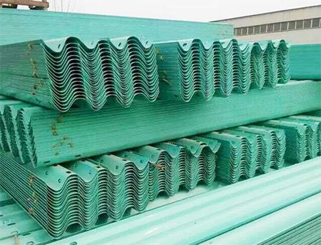 绿色波形护栏货场