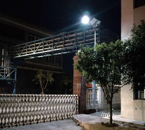 大门口太阳能路灯