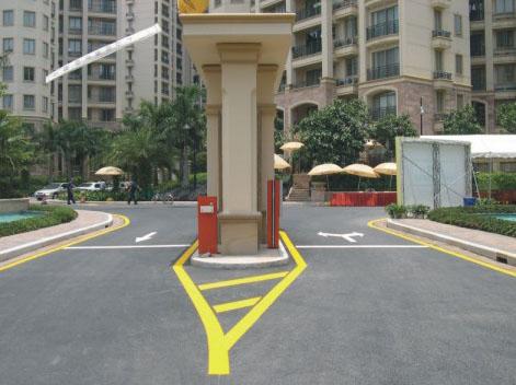 小区出入口道路标线