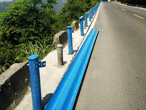喷塑公路波形护栏施工