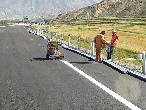 成渝高速公路划线施工