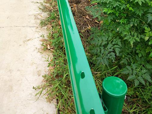 喷塑防撞护栏安装